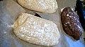 Bread filled with garlic (2531314922).jpg