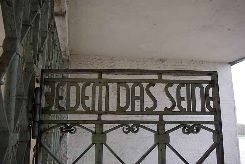 Datei:Buchenwald Schild Jedem das Seine.jpg