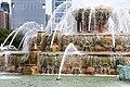 Buckingham Fountain 3 (15155217907).jpg