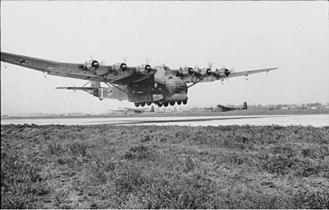 Messerschmitt Me 323 - Image: Bundesarchiv Bild 101I 596 0367 05A, Flugzeug Me 323 Gigant