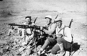 Hotchkiss M1914 machine gun - Legionnaires in Morocco with a Hotchkiss M1914. Circa 1920.