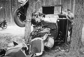Classic car - Car accident in 1930