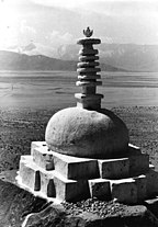 Bundesarchiv Bild 135-S-15-21-45, Tibetexpedition, Chörten.jpg