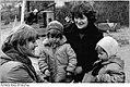 Bundesarchiv Bild 183-1985-0227-008, Dersenow-Dammereez, Delegierte zum DFD-Kongress.jpg