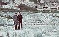 Bundesarchiv N 1603 Bild-221, Am Ätna, Soldaten vor dem Theater von Syrakus (cropped).jpg