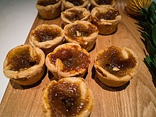 Butter tarts on cutting board(8293490785).jpg