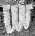 COLLECTIE TROPENMUSEUM Het drogen van inlandse crêpe-rubber te Batang Toroe in het residentschap Tapanoeli TMnr 10012720.jpg