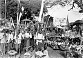 COLLECTIE TROPENMUSEUM Optocht bij het brengen van de godenhuisjes naar het strand Bali TMnr 10001147.jpg