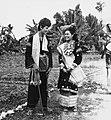 COLLECTIE TROPENMUSEUM Studenten van de Akademi Seni Karawitan Indonesia in traditionele kledij TMnr 20000184.jpg