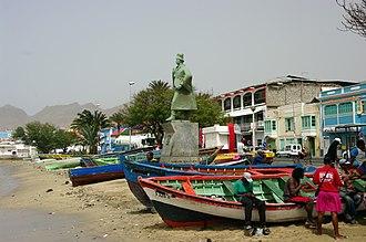 Diogo Afonso - Statue of Diogo Afonso facing Porto Grande Bay in Mindelo