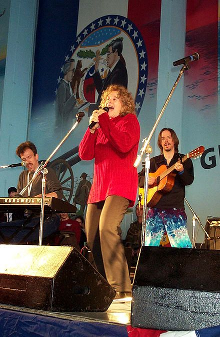 Carole King performing aboard USS Harry S. Truman in the Mediterranean in 2000 Carole King.jpg