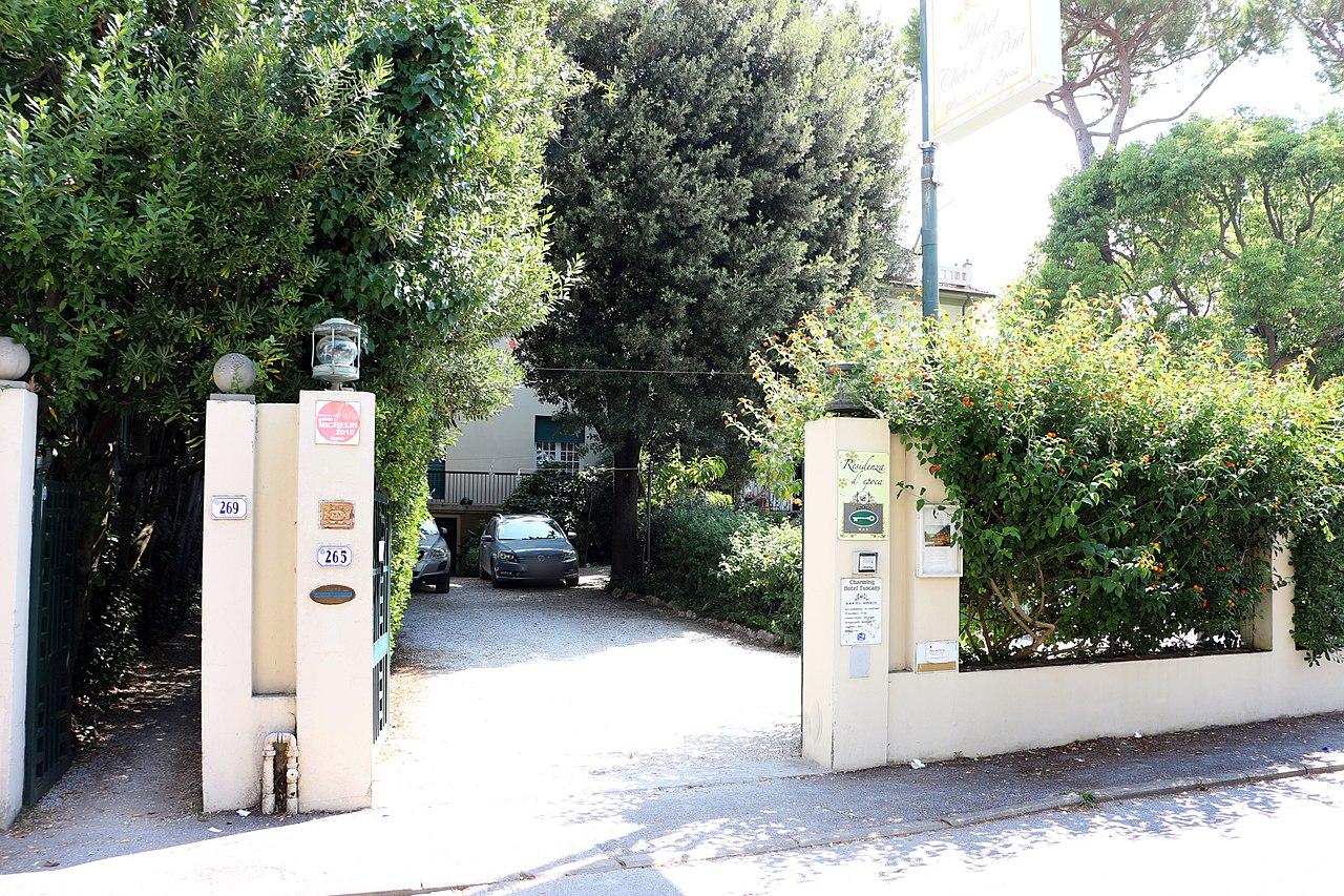 Ingressi Esterno Di Casa : File:casa delle vacanze di galileo chini esterno ingresso.jpg
