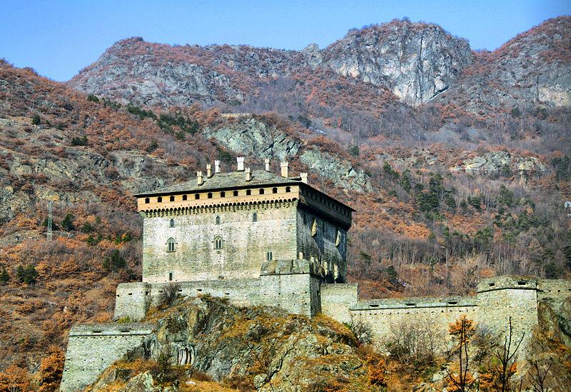 File:Castello di verres 1.jpg