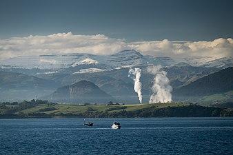 Castro Valnera desde la bahía de Santander. Valle del Pas. Cantabria.jpg