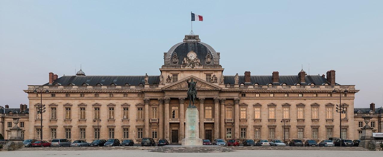 File central building of ecole militaire at dusk paris 7e for Ecole decorateur interieur paris