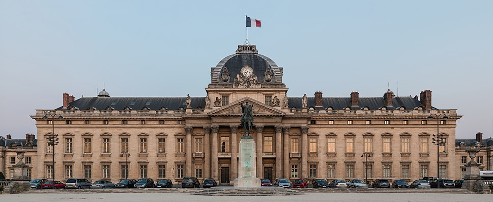 Central building of Ecole Militaire at dusk, Paris 7e 20140607 1
