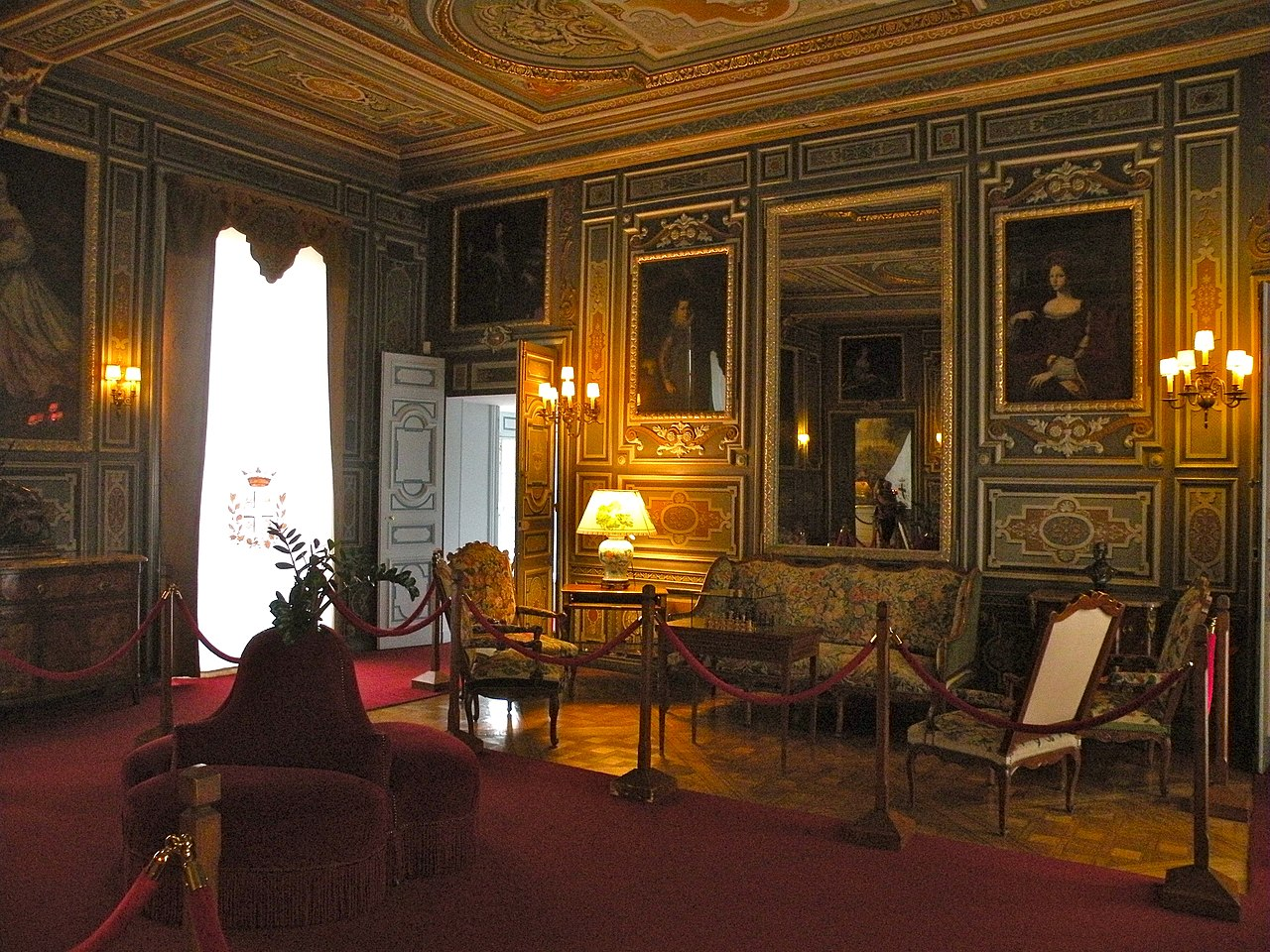 File ch teau de cheverny int rieur 25 jpg wikimedia commons for Interieur chateau