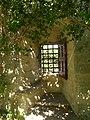 Château de Tarascon ouverture dans la muraille.JPG