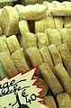 Chèvretons d'Ardèche sur le marché d'Apt.jpg