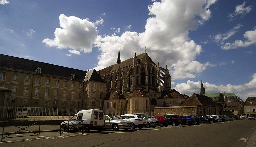 Church of Saint-Pierre, Chartres, France; east end, seen from Rue de l'Âne-Rez. Left is Lycée Marceau; in the background, to the right, the Cathédrale Notre-Dame.