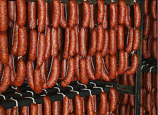 pork sausage originating and typical of the Iberian Peninsula, spread to Latin America of raw minced pork, seasoned with spices and dried