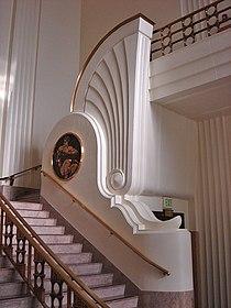 Escaleras en rotonda en estilo art decó del Burkbank City Hall