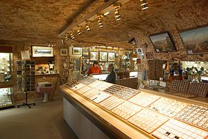 Underground living - An underground jewellery shop in Coober Pedy