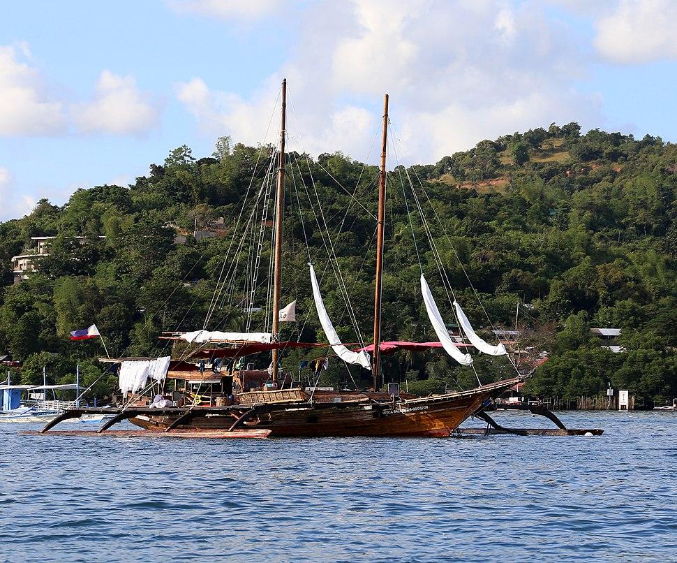 Coron, veduta dal mare 08 imbarcazione di legno