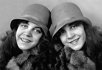 Daisy and Violet Hilton - Hilton twins c. 1927