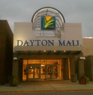 English: Entrance of the Dayton Mall, Miamisbu...