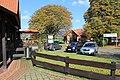 Der Luhdener Dorfkern mit dem Kastanienhof und der Ladenzeile.jpg