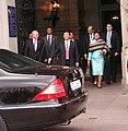 Der Präsident SE Mr Ravalomanana und Mrs Ravalomanana verlassen das Rathaus - panoramio.jpg