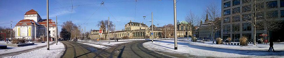 Der Zwinger in Dresden Panorama.jpg