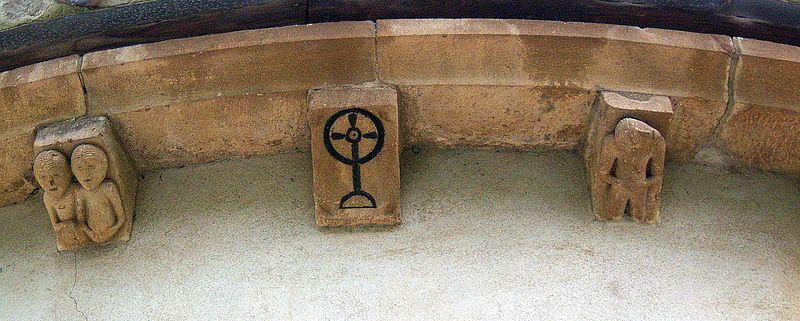 Canecillos Bajo Los Tejados Decorados Arte Romanico