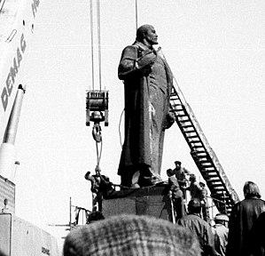 Casa Presei Libere - Image: Detronarea lui Lenin 6