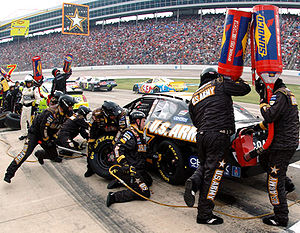 AAA Texas 500 - Tire changes and refueling at the 2006 Dickies 500
