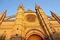 Die Hauptfassade der Kathedrale der Heiligen Maria von Palma de Mallorca - panoramio.jpg