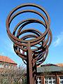 Die Luft, 1987-89 von H. J. Breuste, J. Viehmann und J. Stranninger geschaffene Skulptur vor dem damaligen Neubau Arbeitsamt Celle, Georg-Wilhelm-Straße 14, Detail I.jpg
