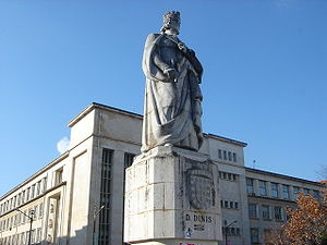 Denis of Portugal - Statue of Denis at the University of Coimbra