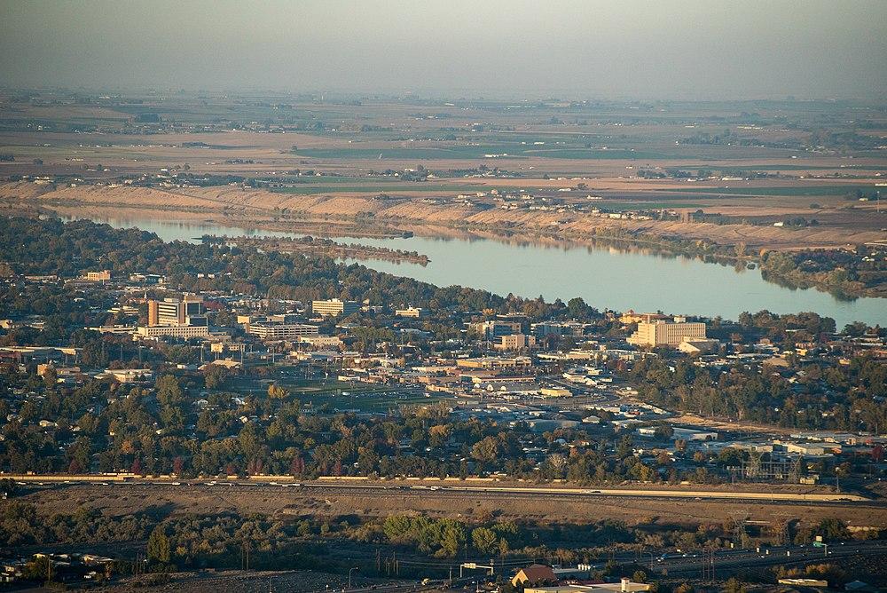 The population density of Richland in Washington is 438.33 people per square kilometer (1135.32 / sq mi)