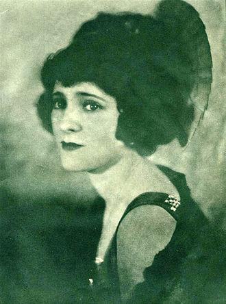Edith Roberts (actress) - Roberts in Filmplay Journal (January 1922)