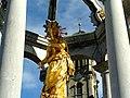 Einsiedeln. Am Klosterplatz - Brunnen MARIA.JPG