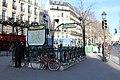 Entrée métro Temple Paris 2.jpg