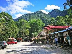 Tingo María - Image: Entrada a la zona turística de la Cueva de las Lechuzas del Parque Nacional Tingo María