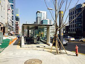 Eonju Station - Image: Eonju Station 20150328 141620467