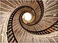 Escaleira tripla de caracol (Compostela).jpg