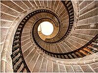 vista contrapicada de una escalera de caracol - Escaleras De Caracol