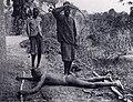 Esclave fouetté avec une chicotte, État indépendant du Congo.jpg