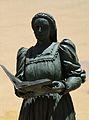 Estàtua de Maria Enríquez (detall) a Gandia.JPG