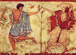 Fresque de couleur ocre, rouge et bleue montrant deux hommes dansant autour d'un petit arbre avec un oiseau orange en arrière-plan.